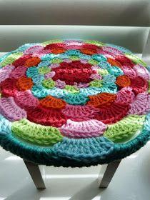 New Crochet Pillow Cover Foot Stools 51 Ideas Crochet Home Decor, Crochet Crafts, Crochet Yarn, Yarn Crafts, Crochet Hooks, Crochet Projects, Crochet Cushions, Crochet Pillow, Crochet Motifs