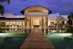 SANKT MORITZ, SVIZZERA, INDIA - Ogni lunedì le nuove aperture di hotel, resort e lodge (di lusso) in giro per il mondo. Questa settimana un resort a Kerala, meta obbligata dell'India, e un'hotellerie di design nell'Engadina.