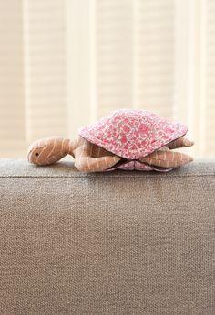 Peekaboo Turtle : free pattern !! too cute !
