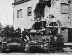 "American soldiers inspect the tank ""Sherman"" of the Wehrmacht, lined in Aschaffenburg. In the pictures of the so-called Beutepanzer (German. Near the tank of the American tank destroyer. Action Pictures, Ww2 Pictures, American Soldiers, American Civil War, Sherman Tank, Tank Destroyer, Jackson, Ww2 Tanks, Panzer"