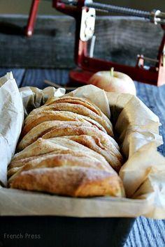 Apple Cinnamon Bread - #Pillsbury #yourchoiceappleorbread? #pullapart http://www.heathersfrenchpress.com/2013/09/apple-pie-pull-apart-bread.html ❤️
