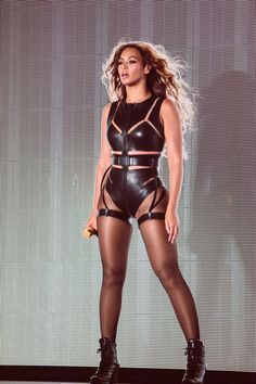 A Beyonce exhibit is being added to the Rock and Roll Hall of Fame. Bow down to the Queen B because Beyoncé is taking items she wore during her Super Bowl performance and several music videos to the Rock and Roll Hall of Fame and Museum. Beyonce Knowles Carter, Beyonce And Jay Z, Beyonce Music, Looks Adidas, Mode Gossip Girl, Look Fashion, Fashion Outfits, Sexy Outfits, Beyonce Style