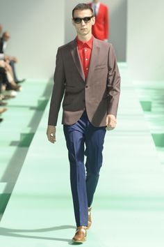 2013 S/S Paris 맨즈 컬렉션 Paul Smith #BrownJacket #OrangeRedShirts #NavyPants #BrownShoes