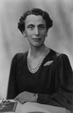 Queen Louise of Sweden, daughter of Victoria, granddaughter of Alice (born Princess Louise of Battenberg)