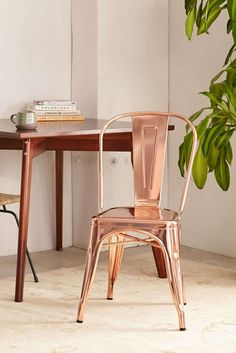 Loving the modern look of this metal chair.