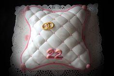 Cojín Aniversario. http://mumascakes.blogspot.com.es/2013/09/para-tener-un-22-aniversario-feliz.html