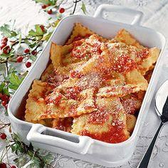 IngredientiPer la pasta: 300 g di semola di grano duro - 3 uova / per il ripieno: 4 uova - 400 g di bietole pulite - 300 gr di pecorino - 1 cucchiaio di farina - 1presa di zaffera
