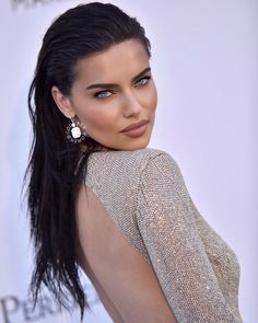 Beautiful Models, Gorgeous Women, Beautiful People, Adriana Lima Young, Pretty Eyes, Woman Face, Girl Pictures, Beauty Women, Make Up