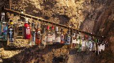 Die größte Gin-Bar der Welt ist in Kufstein, direkt hinter der deutschen Grenze beheimatet. Die Bar 1930 ist ein Muss für jeden Gin-Freund. Tonic Water, Gin Bar, Guinness World, London, World Records, The Row, This Is Us, Front Row, Bar Menu