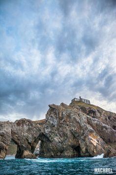 San Juan de Gaztelugatxe desde el mar Iglesia de San Juan de Gaztelugatxe desde el mar. Euskadi by machbel