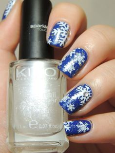 Snowflakes nails with MoYou Festive 01 and Festive 03