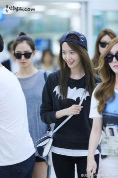 SNSD YoonA airport fashion | cr. YoonAya