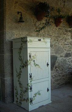 Este es un mueble que le regalé a mi mujerPara el que quiera ver el paso a paso dejo aquí el enlacehttp://bricolaje.facilisimo.com/foros/carpinteria/un-mueble-p
