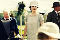 ANY DOWNTON ADDICTS WATCHING DOWNTON ABBEY SEASON PREMIERE NOW IM SO EXCITED SHOW ME MAH CHAUFFEUR!!