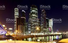 Centre d'affaires International de gratte-ciels ville () dans la nuit, Moscou…