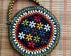 Beard Jewelry, Japanese Patchwork, Beaded Crafts, Diy Purse, Beaded Bags, Beading Patterns, Fashion Bags, Purses And Bags, Handmade Jewelry
