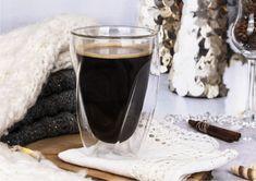 Szklanki z podwójną ścianą w nowoczesnym designie! Ich skręcona forma zasługuje na szczególną uwagę. To świetny pomysł na prezent dla ludzi ceniących sobie styl i elegancję. #szklanki #podwójneścianki # czasnakawę #latte #desery French Press, Latte, Coffee Maker, Kitchen Appliances, Coffee Maker Machine, Diy Kitchen Appliances, Coffee Percolator, Home Appliances, Coffee Making Machine