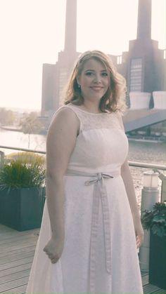 Moderne Brautkleider in großen Größen - das perfekte XXL Hochzeitskleid für deine weiblichen Rundungen. Unsere Hochzeitskleider eignen sich ganz wunderbar für die kurvige Braut ab Konfektionsgröße 44, da wir gern mit Trägern, Ärmel und mit Spitze bedeckten Ausschnitten arbeiten. Foto: www.dianafrohmueller.com #curvybrautkleid #modernebraut #curvybrautmode #curvy #plussizebride #curvymodel #curvybrides #xxlbrautkleid #xxlbraut #curvybeauty #plussizeweddingdress #plussizebrautkleid