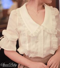 Free shipping worldwide! Material: 31%-50% chiffon Color: white Sleeve: medium Feature: lace, princess sleeve, knotbow