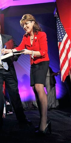 Sarah Palin Moms In Pantyhose, Pantyhose Outfits, Sarah Palin Hot, Professional Wear, Famous Girls, Famous Women, Female Actresses, Great Legs, Sexy Older Women