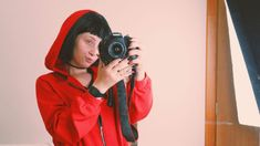 Fantasia La Casa de Papel: O que não pode faltar | Diário da Aninha Rain Jacket, Windbreaker, Jackets, Fashion, Red Jumpsuit, Short Fringe, Black Button Down Shirt, Costumes, Paper Envelopes
