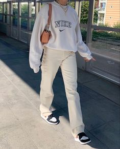 Indie Outfits, Fall Fashion Outfits, Retro Outfits, Cute Casual Outfits, Look Fashion, Vintage Outfits, Sneakers Fashion Outfits, Nike Fashion Outfit, Hoodie Outfit Casual