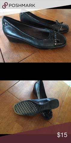Aerosols black bow flats Comfortable and pretty. ..great for work or casual wear. AEROSOLES Shoes Flats & Loafers