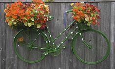 велосипед в ландшафтном дизайне дачи