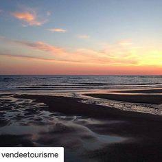 #Repost @vendeetourisme  Magnifique coucher de soleil par @tom.qu à Brétignolles-sur-Mer. #VendeeTourisme #DestinationVendee #bretignolles #vendee #vendée #igersvendee #igersfrance #jaimelafrance #sunset #sunset_pics #sea #sunsetlovers #landscape #landscape_lovers #travel #traveling #travelgram #beach #picoftheday #photooftheday #repost #sharemysea #ShareMySea