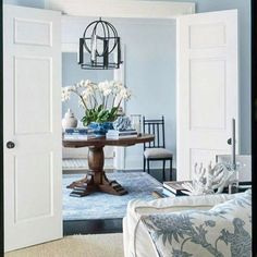 { Make an Entrance } Talk about a beautiful first impression! This first glimpse into the home adorned in the softest of blues, sets the… Lounge Design, Living Room Goals, Living Spaces, Living Rooms, Farmhouse Design, Beautiful Space, The Hamptons, Home Remodeling, Family Room