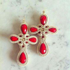 Soutache crosses earrings gold and Red Boho Jewelry, Antique Jewelry, Jewelery, Handmade Jewelry, Jewelry Design, Red Earrings, Cross Earrings, Soutache Tutorial, Soutache Necklace