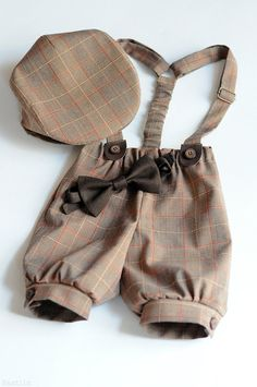 This gorgeous boys clothing set consists of cute newsboy hat, bow tie and knickerbockers shorts with suspenders in light brown and red tartan, very dressy and ideal for boys wedding outfits, family photo props, school parties, concerts and many other events. This retro style dapper look is perfect for any special occasion and will make a great birthday gift, Easter gift, or ring bearer outfit for boys of any age. Excellent baby boy photo prop: your little boy will look very cute and stylish…