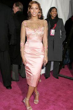 OMG, Beyonce's pink satin dress is stunning!  2006 @ premiere of The Pink Panther.