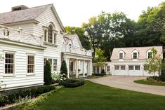 Palladian Window, Southern Mansions, Custom Builders, Classic House, Next At Home, House Goals, Exterior Design, Colonial Exterior, New Homes