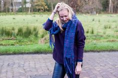 www.1310bynora.com / Fashionblogger Annora Klappe.    Knit, sweater, big scarf, purple, blue, outfit, fashion,
