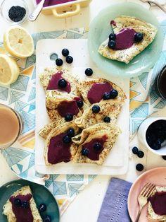 Zitrone-Mohn-Palatschinken mit Blueberry Curd