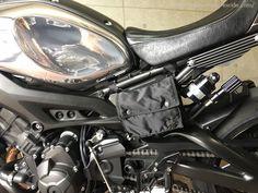 大きく車輛イメージを変えるには、外装カラーリングのカスタムです。色なしをテーマにノーマルブルーのペイントを剥離し、タンクカバーのアルミ地肌をバフ研磨して鏡面仕上げにしました。シートは、ガンメタリックイメージのさらにシ Scrambler Custom, Motorcycle Design, Bike, Vehicles, Motorcycles, Motorbikes, Bicycle Kick, Bike Design, Bicycle