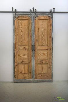 #Stare stuletnie #drzwi modrzewiowe w industrialnej oprawie. Idealna rzecz na ocieplenie nowoczesnego wnętrz. Cena 4850 zł #stare drzwi #drzwi przesuwne #industrialne