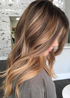 Looking for stylish modern trends in balayage .- Auf der Suche nach stilvollen modernen Trends der Balayage-Haarfarben und Highli… – Haircolor Looking for stylish modern trends in balayage hair colors and highli color - Hair Color Highlights, Ombre Hair Color, Hair Color Balayage, Sports Highlights, Caramel Balayage Highlights, Fall Balayage, Light Highlights, Balayage Hair Brunette Medium, Brunette Highlights Lowlights