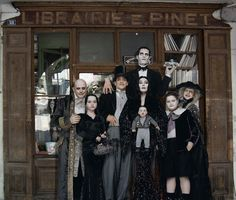 The Addams Family Addams Family Members, Addams Family Characters, Family Halloween Costumes, Halloween 2018, Family Values, Family Goals, Los Addams, Funny Horror, Family Research