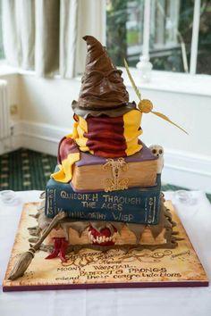 My amazing Harry Potter wedding cake! Made by the fantastic Cake Lady of Harrogate Harry Potter Desserts, Bolo Harry Potter, Harry Potter Treats, Gateau Harry Potter, Harry Potter Food, Harry Potter Theme, Harry Potter Motto Party, Harry Potter Wedding Cakes, Harry Potter Birthday Cake