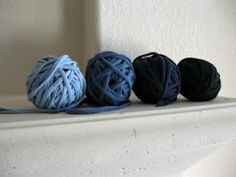 T-shirt yarn.... I have no idea how to crochet or anything, but this is a freaking cool idea for old t shirts!