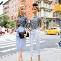 It's been a busy day, time to refuel! Looking for the best coffee in SoHo, any recos? Diy Barbie Clothes, Barbie Clothes Patterns, Doll Clothes, Barbie Sisters, Barbie Family, Barbie Tumblr, Hello Barbie, Barbies Pics, Barbie Fashionista Dolls