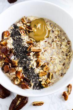 Overnight Date Pecan Oatmeal (the Real Life RD) Breakfast Snacks, Sweet Breakfast, Breakfast Recipes, Best Oatmeal Recipe, Oatmeal Recipes, Pecan Rolls, Overnight Oatmeal, Sweet And Salty, I Foods