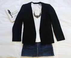 O blazer preto é um clássico que não pode faltar nos nossos closets. Esse - em especial - é um desapego vintage e com muita história. Quem valoriza qualidade de tecido corte e acabamentos vai correr pra investir nele. Blazer shantung de seda / Tam. M Saia jeans / Tam. 34/36 / R$ 25 Blusa branca M. Officer / Tam. P / R$ 15 by reusebrecho http://ift.tt/1TEAVt8