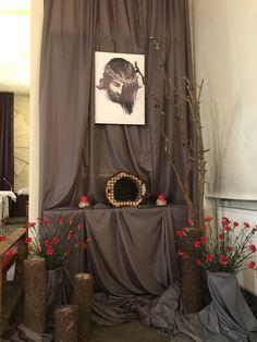 Ciemnica 2018 Church Altar Decorations, Church Christmas Decorations, Table Decorations, Communion Centerpieces, Catholic Altar, Lenten Season, Religious Art, Easter Crafts, Tapestry