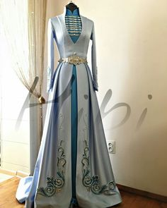Arya's dress for celebration in Ilirea ideen feiern herbst ideen feiern jeans ideen feiern rock ideen feiern schwarz ideen feiern sommer ideen feiern winter Dress Outfits, Fashion Dresses, Dress Up, Costume Roi, Costumes, Beautiful Gowns, Beautiful Outfits, Pretty Outfits, Pretty Dresses