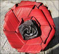 flax poppy … Anzac Poppy, Flax Weaving, Flax Flowers, Remembrance Poppy, Maori Designs, New Zealand Art, Anzac Day, Maori Art, Kiwiana