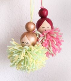 Pompon dolls - DIY Making lucky dolls from wooden beads and pompons - Diy Crafts For Your Room, Crafts For Teens To Make, Fun Diy Crafts, Doll Crafts, Yarn Crafts, Bead Crafts, Holiday Crafts, Crafts For Kids, Diy Wooden Crafts
