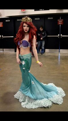 "Ariel cosplay - love how the skirt edge looks like a frothy ocean wave! This is THE BEST ""tail as a skirt"" ariel cosplay ever! Cosplay Disney, Ariel Cosplay, Belle Cosplay, Cosplay Girls, Disney Princess Cosplay, Belle Costume, Superhero Cosplay, Ariel Costumes, Cool Costumes"